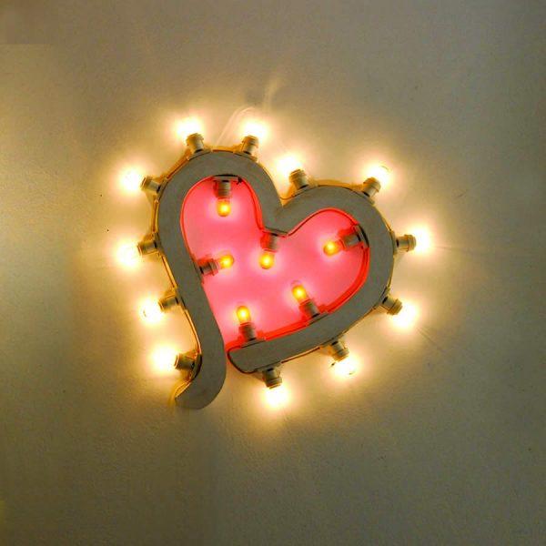 Immagine di luminarie artistiche salentine a forma di cuore